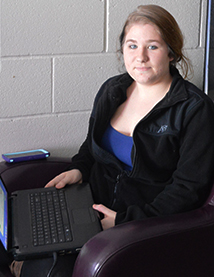 Senior Elizabeth Mahon works on Spanish outside of the Frontiers Program on a laptop